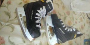 BAUER SUPREME S140 Youth Hockey Skates & Helmet