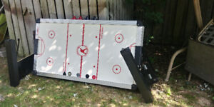 Air Hockey Table - well-made - originally over 600$ - firm 75$
