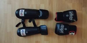 Gants et shin guards pour Boxe Muay Thai Fairtex à vendre