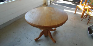 Round-to-Oval Extendible Wooden Dining Table with 4 chairs