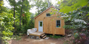 Off-grid Chalet à louer- Cabin to rent.Come and see the colours!