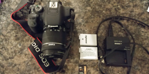 Canon T5i with extra battery and SD card