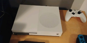 XBOX ONE S 500 GB Use. 8-10 times