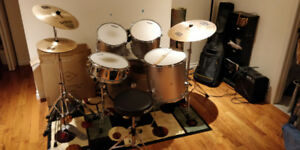 Drum kit complet, usager, 2 cymbales