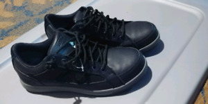 BRAND NEW CSA approved safety shoes men's size 9.
