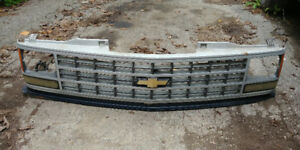 ~1989 to ~1995 Chev Pickup/Suburban grille with turn signals