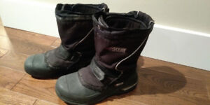 Baffin Polar Proven Winter Boots - Youth Size 4 (Boys or Girls)