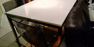 Dining table Like new OBD