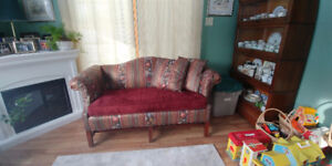 Lovely Loveseat in Good Condition
