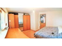 NEED A FLEXIBLE CONTRACT? this is ideal.. Nice flat HUGE ROOM WITH LOTS OF STORAGE