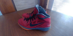 Size 7 youth Nike hyperdunk shoes