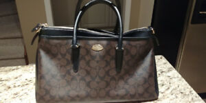 GENTLY USED COACH PEBBLE LEATHER BLACK BROWN SIGNATURE  HAND BAG