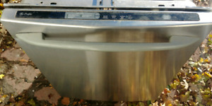GE STAINLESS STEEL DISHWASHER / LAVE-VAISSELLE
