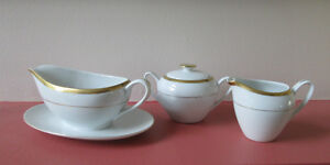 SET OF SUGAR CREAMER AND GRAVY BOAT West Island Greater Montréal image 1
