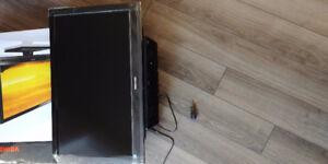 "32"" LED original box, mint condition HD"
