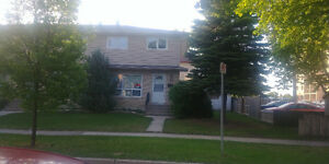 3 B/R Townhouse in West Kildonan, Recently renovated
