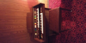 Free organ and bench for pickup