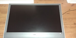 46 inch Sony tv with wall mount in perfect condition.