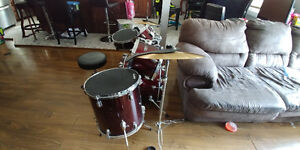 Excellent condition youth drum set