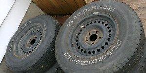 Michelin summer tires on rims P225/75/R15 with lots of tread!