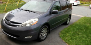 2008 Toyota Sienna LE AWD 7 Seats. **LOW MILEAGE**