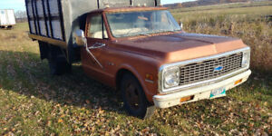 1971 Chev - Box + Hoist Included