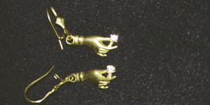 14K GOLD EARRINGS WITH 2 DIAMONDS MAN MADE BEAUTIFUL DESIGN