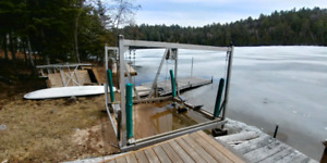 Sold pending pick up... 3000 lb Naylor boat lift