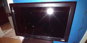 Sony 32 Inch flat panel HDTV with new tilting Wall mount