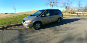Van 2002 Town and Country Minivan for Sale