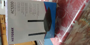 Netgear Ac1200 dual band wifi router ( Brand new Real packing)