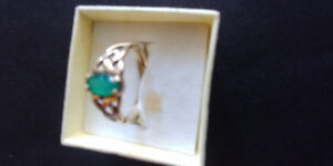 10K GOLD AND EMERALD RING GORGEOUS