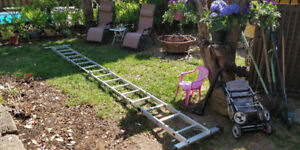 Outdoor Fold-able Ladder, Echelle a vendre Almost New
