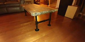 """Rustic coffee table looking for 300$ """"naturaly aged rough wood"""""""
