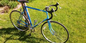 NOUVEAU PRIX! Vélo oute performant!! Old school remis a neuf!!!!