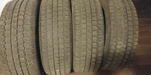 4x Bfgoodrich Winter Slalmon 215/60r16 excellent condition!