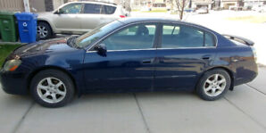2005 Nissan Altima - excellent condition, extremely low kms!