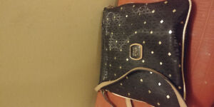 Guess purse for sale. Side bag.