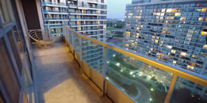 Elm Drive, Square One: 1 Bed + Den FOR RENT