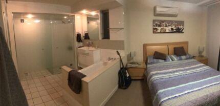Large Room w/ balcony, ensuite bathroom - $320 per week