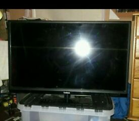 "32"" HD TV Freeview CD Built (almost new)"