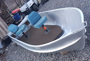 Tight dry 14 foot aluminum boat