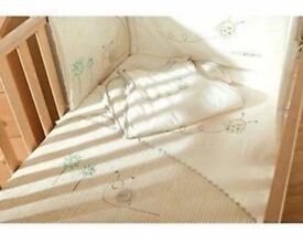 Sidney & Lola Bedding - Set includes; 1 x Coverlet 1 x Cot Bumper 1 x Sleeping Bag 1 x Fitted Sheet