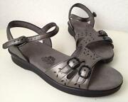 Womens SAS Sandals Size 8