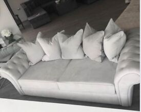4 SEATER SOFA NEW CONDITION ONLY SELLING AS DOES NOT FIT