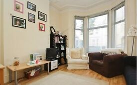 Stunning 2 bedroom flat to rent in Clapham with garden for only £370 p/w!