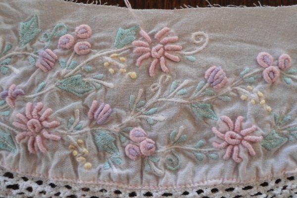 Amazing Vintage Hand Embroidered Dress Collar Trim Spring Flowers Raised Petals