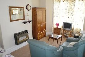 TOWN CENTRE EN-SUITE STUDIO FLAT - BILLS INCLUDED - FREE WIFI - FURNISHED - OWN KITCHEN & BATHROOM