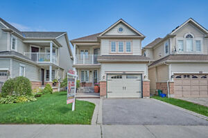 Beautiful Appointed Home In Whitby Shores! Close To School, Shop