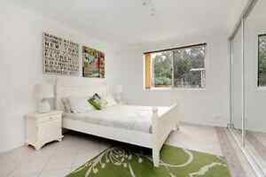 ANTIQUE WHITE QUEEN BEDROOM PACKAGE Macquarie Links Campbelltown Area Preview